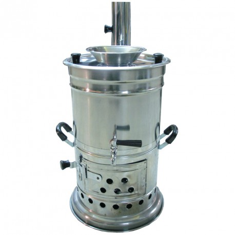 Wasserkocher Samowar mit Brennholz
